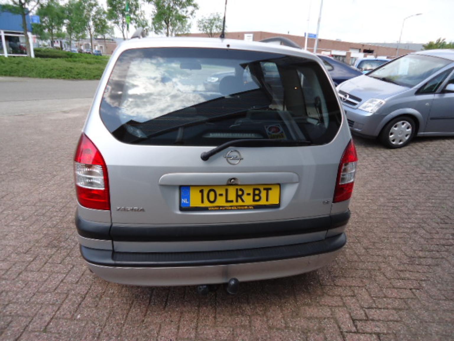 Opel-Zafira-3