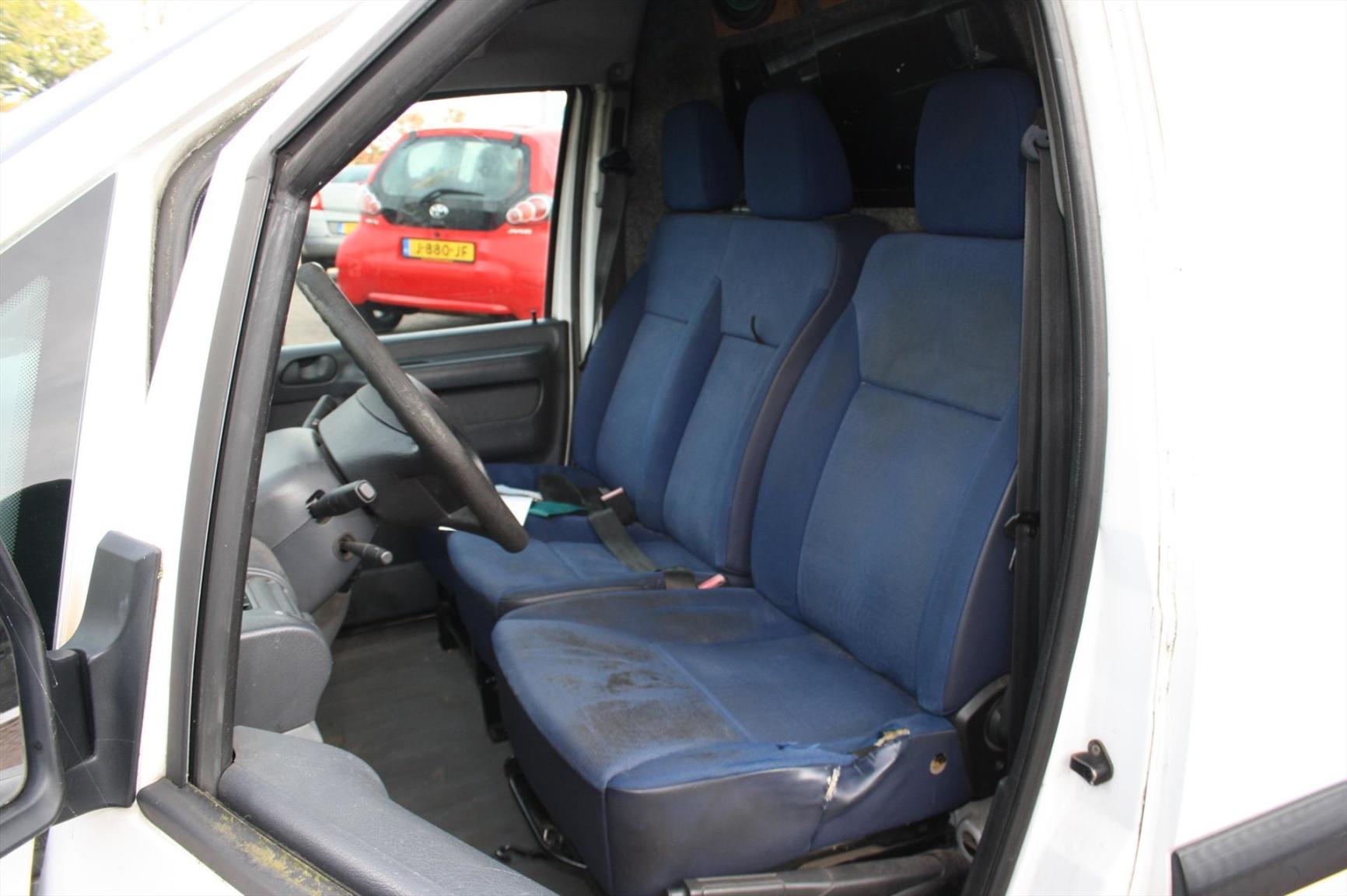 Peugeot-Expert-11