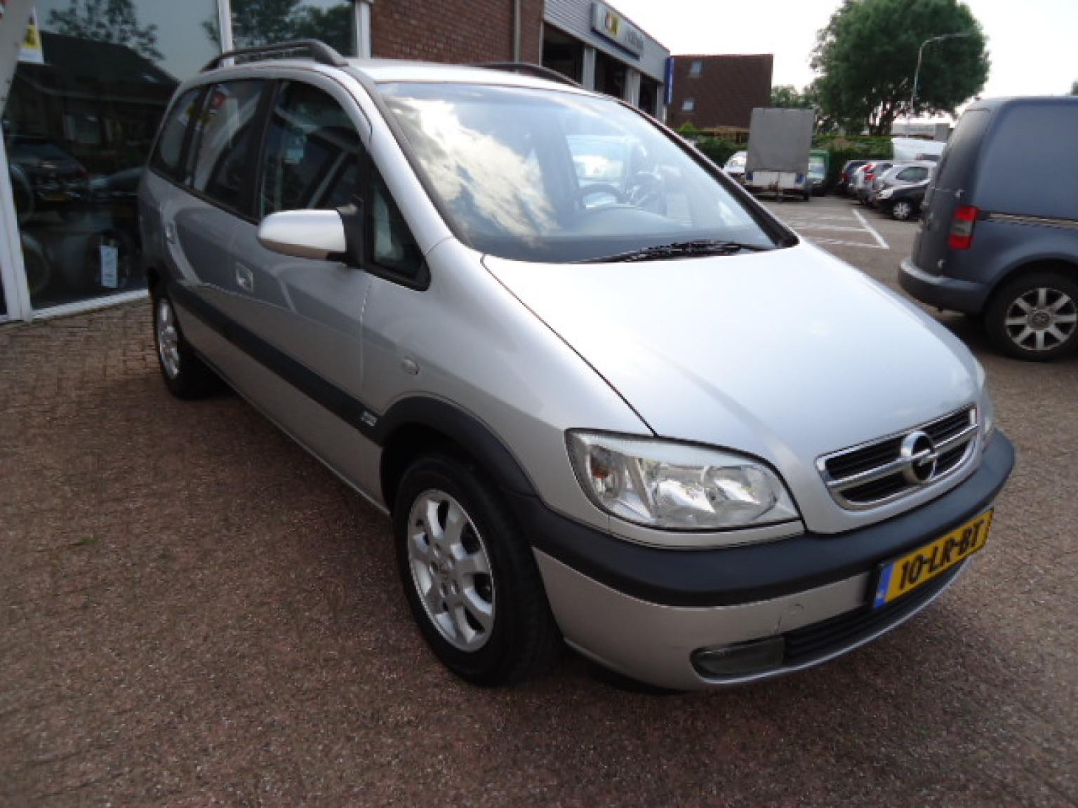 Opel-Zafira-6